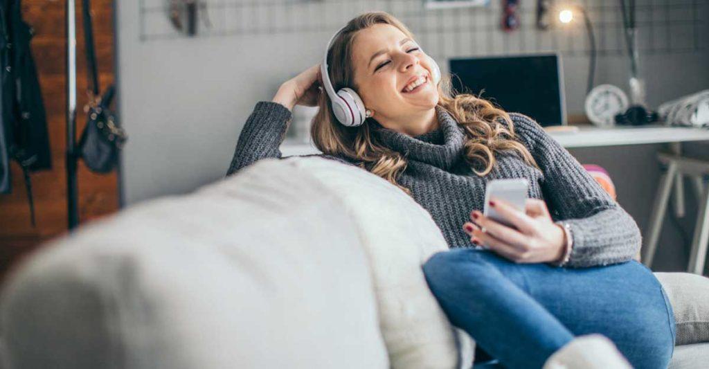 podcasts-em-ingles-para-voce-ficar-com-o-idioma-na-cabeca-1024x533